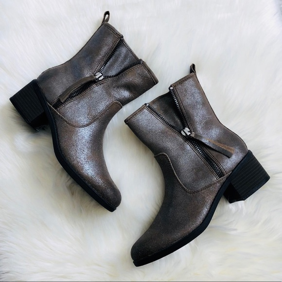 2019 professional detailed pictures hot-selling newest NEW Clarks Nevella Devon Metallic boots